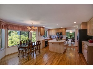 Open floor plan with solid oak floor. Surrounded large windows m
